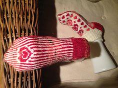 Hvis du vil ha større str, så venter du tilsvarende før du starter på mønsteret oppå sokken. Du kan også øke pinnestr til 2,75 eller 3.