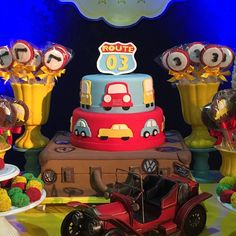 Bolo lindo da @rafafigbolos !!! Rafa, o bolo ficou lindoooo #joao3anos #festacarros #carrosvintage #carros #latelierfestas #lateliercriacoes