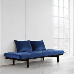 Canapea fixa din catifea si lemn Pace Velvet Day-Bed Black / Blue #homedecor #interiordesign #inspiration #homedesign #decor #design #decoration #velvet #karup #blue #colors Black Bedding, Daybed, Velvet, Blue, Bed Couch, Day Bed, Black Beds