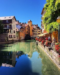 Always in love w/ Annecy ❤️ #annecy #annecy2016 #annecylake #igersannecy #amazing #france #franceisintheair #francetourisme #france_focus_on #europe #visitlafrance #votrefrance #landscape #cityscape #scenery #charming #architecture #bns_france #hello_france #super_france #loves_france_ #belambrawards #dayoff #chill #summer #lavieestbelle #sun #topfrancephoto #annecyfrance #kings_villages