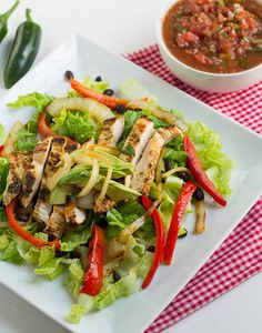 This flavorful and filling salad is loaded with veggies and chicken. Top it with your favorite dressing or a little salsa for an easy dinner! Personal Trainer Food Ingredients: 1 Bag of Fajita Chic… Healthy Snacks, Healthy Eating, Healthy Recipes, Yummy Recipes, Advocare Cleanse, Advocare Challenge, Clean Eating Recipes, Cooking Recipes, Quinoa