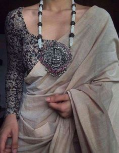 Saree Jacket Designs, Silk Saree Blouse Designs, Fancy Blouse Designs, Indian Designer Outfits, Indian Fashion Dresses, Saree Wearing Styles, Saree Jackets, Saree Trends, Stylish Sarees