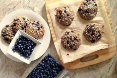 Galettes aux bleuets Healthy Bars, Healthy Muffins, Healthy Desserts, Healthy Food, Muffins Sains, Blueberry Season, Desserts Sains, Desserts With Biscuits, Blueberry Recipes