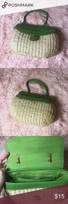 Straw Basket Green Bag This is a straw basket bag in excellent condition. Some ware on handles and on the inside! Great with a sundress. Update your spring wardrobe! Bundle up! Bags