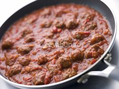 Reteta chiftele marinate in sos de rosii cu busuioc