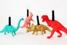 DIY Rock N' Roar Dinosaur Candles. If you want a more elegant look, check out the Gold Guilded Party Animal Candles here. The tutorial for the dinosaur candles is at Blow Up! Party Hacks, Dinosaur Birthday Party, 4th Birthday Parties, Birthday Ideas, Dinosaur Cake, Birthday Diy, Party Mottos, Third Birthday, Diy Candles