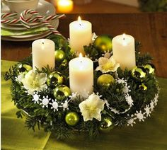 22 Creative Christmas Home Decoration Ideas for Every Room Christmas Candle Centerpieces, Advent Wreath Candles, Christmas Candles, Noel Christmas, Modern Christmas, Rustic Christmas, Christmas Wreaths, Christmas Decorations, German Christmas