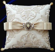 ateliersarah's ring pillow/using a doily Wedding Ring Cushion, Wedding Pillows, Cushion Ring, Ring Bearer Pillows, Ring Pillows, Wedding Crafts, Vintage Diamond, Bridal Accessories, Wedding Rings