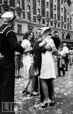 famous d day kiss