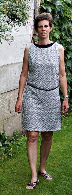 LMV Aster trui verlengd tot jurk (onderaan verlengd en in taille smaller gemaakt; hals 2cm uit het midden weggenomen)