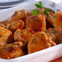 Receita de Frango ao Molho Madeira - 6 unidades de coxa com sobrecoxa de frango, 1 unidade de cebola média picada, pimenta calabresa a gosto, sal a gosto, a...