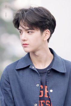 Korean Haircut Men, Asian Boy Haircuts, Korean Boy Hairstyle, Asian Man Haircut, Haircuts For Men, Korean Men Hair, Hairstyles For Asian Men, Cute Boy Hairstyles, Japanese Hairstyles