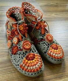 freeform crochet shoes - Oh my goodness how fabulous are these! I wonder how its done.hmmm, crochet vamp up my old shoes perhaps? Art Au Crochet, Freeform Crochet, Love Crochet, Irish Crochet, Knit Crochet, Crochet Circle Vest, Crochet Geek, Crochet Potholders, Crochet Boots