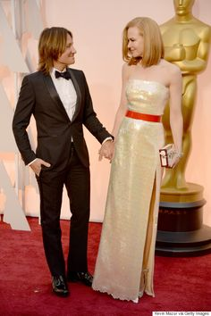 Nicole Kidman and Keith Urban share a sweet look on the red carpet