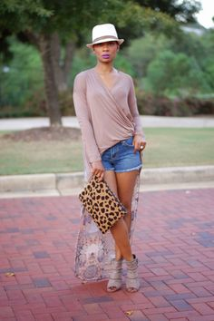 Transition your denim cut-offs into Fall with the Love,Cortnie 'Ashleigh' clutch. (via Once Upon a Trend : Fall Transition) Casual Outfits, Cute Outfits, Fashion Outfits, Dress Casual, Short Outfits, Casual Wear, Summer Outfits Women 30s, Denim Cutoffs, Fashion 2020