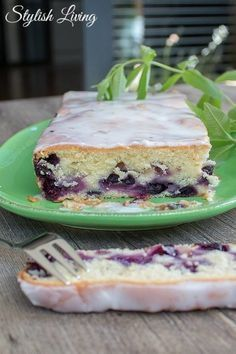 Blueberry buttermilk cake - soooo juicy- Blaubeer-Buttermilch-Kuchen – soooo saftig Buttermilk cake with blueberries - Carrots Cake, Baking Recipes, Cake Recipes, Drink Recipes, Gateaux Cake, Biscuit Cake, Salty Cake, Food Cakes, Savoury Cake