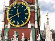 Dünyanın En Süpersonik 11 Saati- Kızıl Meydan ana kapısı üzerindeki Spasskaya Saat Kulesi Spasskaya'nın Twitter'ı yok ama müzik festivali var. ☺ Her yıl dünyanın dört bir yanından gelen askeri bandolar Spasskaya Saat Kulesi önünde zamanı durduracak enfeslikte gösteriler sergiliyorlar!