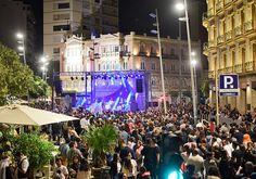 Y vosotros ¿Cómo vivisteis la Noche en Negro? Para nosotros lo más destacable fue el concierto de Sidonie. Os dejamos una selección de fotografías de lo que vimos en las calles.  #almeriatrending #almeria #nocheennegro #lanocheennegro #almeriaennegro