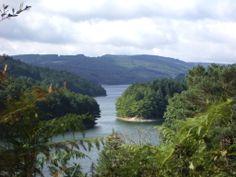 Bienvenue aux Chalets du Gua des Brasses ! Les propriétaires se sont associés pour vous proposer des locations de vacances au cœur de la nature et du parc naturel régional du Haut-Languedoc. Amateurs de tourisme vert et d'authenticité, à bientôt! Vue sur le Gua des Brasses.
