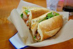 ベトナム人のお客さんとベトナム食品に囲まれているとベトナムにいるのではと錯覚してしまう このバインミーめっちゃうまい #meallog #food #foodporn #tw