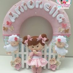 Que tal contarmos Carneirinhos?...rsrs @lacosmagicoscriacoes  #guirlanda #guirlandadefeltro #enfeitedeportadematernidade #enfeitedeporta… Baby Shower Crafts, Baby Shower Decorations, Felt Decorations, Baby Door Wreaths, Felt Banner, Felt Garland, Dollar Tree Wedding, Felt Wall Hanging, Cute Couple Art