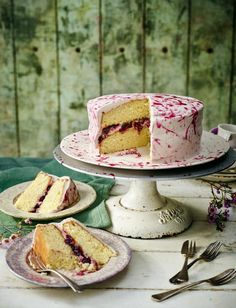Boozy blueberry and lime cake, with Jackson Pollock-style drizzle - an absolute showstopper! Baking Recipes, Cake Recipes, Dessert Recipes, Cupcakes, Cupcake Cakes, Irish Cream, Lime Cake, Italian Chic, Occasion Cakes