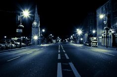 the city feels clean this time of night, just empty streets and me walking alone.. to clear my head.. amazing :-)