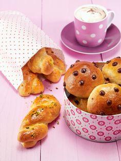 Fruchtige Zöpfchen und Schokobrötchen -  Süße Hefezöpfe mit Aprikosen und Brötchen mit Schokolade zum Osterbrunch