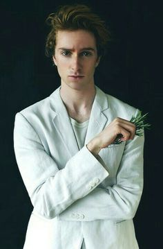 Luke Newberry, Face Claims, Messy Hairstyles, Harry Potter, Remus Lupin, Actors, Shit Happens, Guys, Celebrities
