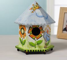 Entertaining outdoors is so popular these days. Why not create this adorable stenciled birdhouse using FolkArt Outdoor paint to enjoy on your patio? It is so bright and cheery as well as easy to create! #folkart paint #crafts #plaid crafts