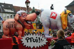 Düsseldorf Karneval 2013 - Many floats critic current hot topics, including politics.