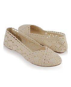 Scalloped Lace Ballet Flats. Wedding shoes?