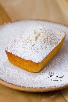 Financiers (French Almond Cakes) are simple and delicious buttery tea cakes Wooden Cupcake Stands, Rustic Cake Stands, French Almond Cake Recipe, Tea Loaf, Almond Tea, Little Cakes, Almond Cakes, Tea Cakes, Afternoon Snacks