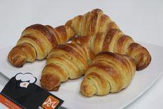 Khóa học làm bánh mì tại Hướng Nghiệp Á Âu với nhiều cách làm bánh mì: Baguette, Sandwich, Humburger, Croissant, Papparoti