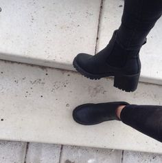 shoes boots black fashion spring fall outfits chelsea boots summer shoes heel boots high heels need it please cleated sole black boots lether boots combat boots