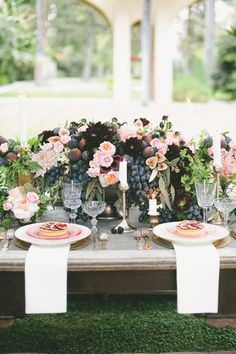 Figs and Gold Tablescape - love the plating & flowers
