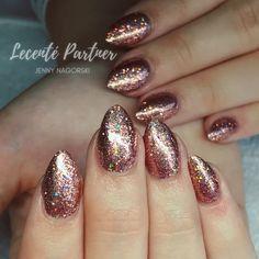 CND Shellac with Lecente Babydoll Multiglitz, Gold Nails