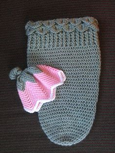 35 Adorable Crochet and Knitted Baby Cocoon Patterns --> Tulip Hat and Cocoon Crochet Baby Cocoon, Crochet Baby Clothes, Newborn Crochet, Cute Crochet, Crochet Crafts, Crochet Projects, Knitted Baby, Boy Crochet, Crochet Stitch