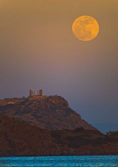Supermoon picture: the full moon over Cape Sounion in Greece, 2012