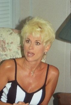lori morgan haircuts for women - Yahoo Search Results Country Female Singers, Country Music Singers, Country Artists, Short Hair Cuts, Short Hair Styles, Lorrie Morgan, Women's Shooting, Hank Williams Jr, Carrie Underwood