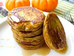 Paleo Breakfast: Protein Pumpkin Paleo Pancakes- these look awesome!