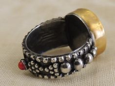 Perfect our product original 24k gold and 925 silver coral bakalite handmade unique ring In very good condition.... Total weight 9.6 grams.. All of ring part handmade ... it is unique item ... Please contact for any questions...