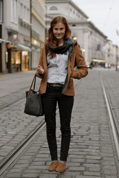 Shoes: Buffalo Cape & Trousers: Zara Bag: Longchamp Shirt: Hollister Scarf: Vintage