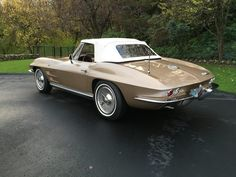 1964 Chevrolet Corvette Convertible | C2 | V8, 327 in³ / 5,358 cm³ | 365 hp | design: Larry Shinoda