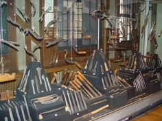 Maison de l'outil et de la pensee ouvriere. Troyes, France. Antieke werktuigen van oude ambachten. Prachtige collectie. Grote bookshop betreffende werktuigen.