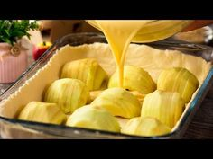Tarta de manzana − ¡Un delicioso postre que podrá preparar en cualquier ocasión! | Gustoso. TV - YouTube Apple Desserts, Biscotti, Baked Goods, Caramel, Food And Drink, Sweets, Make It Yourself, Vegetables, Recipes