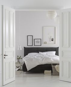 Purismus – der neue Wohntrend. Klare Farben, dezente Designs und gezielte Akzente zeichnen diesen Wohnstiltyp ganz besonders aus und lässt das Schlafzimmer, besonders sinnlich erscheinen. Für alle, die eine ruhige Wohnatmosphäre bevorzugen. Das Boxspringbett findet ihr neben weiteren trendigen Möbeln, Heimtextilien und Deko-Artikeln zum Wohstil Purismus im Otto-Sortiment.