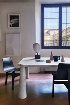 ANGELO MANGIAROTTI, Eros dining table, (1971), material Carrara marble and Tre 3 chair (1978). New-production by Agapecasa, Italy. / Fuori Salone