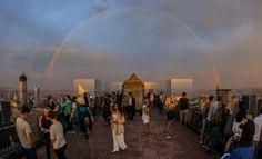Полная #радуга над Нью-Йорком во второй половине дня, снятая из верхней части Рокфеллер-центра. #NewYorkCity