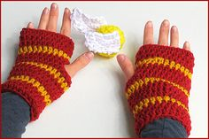 How to Crochet Fingerless Gloves Harry Potter style, My Crafts and DIY Projects Harry Potter Scarf, Harry Potter Crochet, Theme Harry Potter, Harry Potter Style, Crochet Gloves Pattern, Crochet Mittens, Crochet Scarves, Knitting Projects, Crochet Projects
